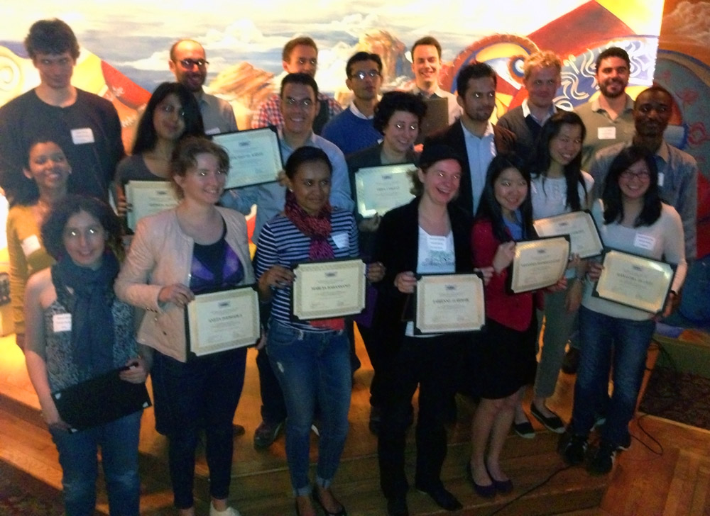 A group photo of the students who attended the event and got their certificates.