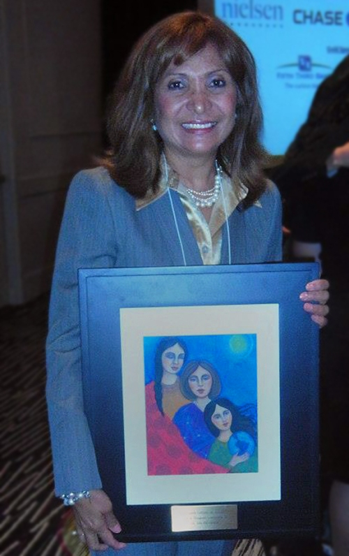 Ana Gil-García receiving the María Mangual Award.