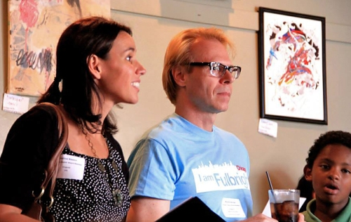 Fulbright Chicago Treasurer Cristina Sisson and President Ron Harvey explaining how the Chicago Scavenger Trivia works