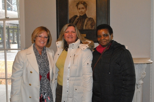 Members of the Fulbright Chicago Board, (L-R) Patti Powel and Mary Mares-Awe with visiting Fulbright Scholar Liz Bacwayo from Uganda